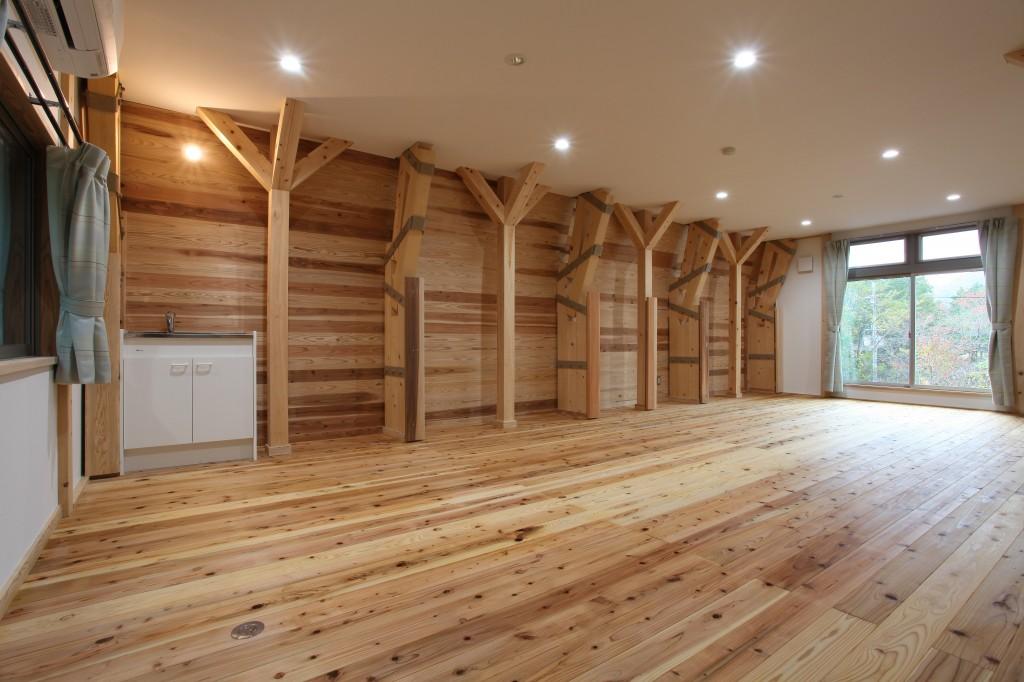 自然体験宿泊施設 (9部屋) © 湖東地域材循環システム協議会   一般社団法人 kikito