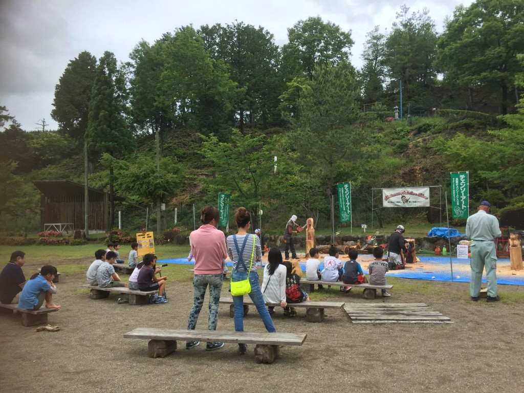 チェーンソーアートデモ開催 © 高取山ふれあい公園